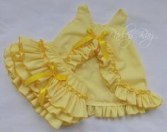 Items similar to Beautiful Parley Ray Soft Yellow Spring Pinafore Dress with Ruffled Baby Bloomers/ Diaper Cover Photo Props on Etsy Baby Dress Tutorials, Baby Girl Party Dresses, Baby Girl Dress Patterns, Baby Girl Pants, Trendy Baby Clothes, Frocks For Girls, Baby Bloomers, Baby Girl Fashion, Kid Outfits