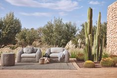 Manutti // Outdoor furniture lounge chair. Temperatures are rising…. The perfect outdoor decor for the style aficionados - Kobo Collection #outdoorfurniture #outdoorluxury Cheap Patio Furniture, Modern Outdoor Furniture, Furniture For Small Spaces, Pallet Furniture, Garden Furniture, Antique Furniture, Furniture Storage, Furniture Projects, Rustic Furniture