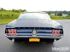 mdmp_1012_10_o+1967_ford_mustang_fastback+rearend.jpg (1600×1200)