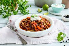 Chili con carne Frisk, Chana Masala, Ethnic Recipes, Food, Chili Con Carne, Cilantro, Red Peppers, Essen, Meals