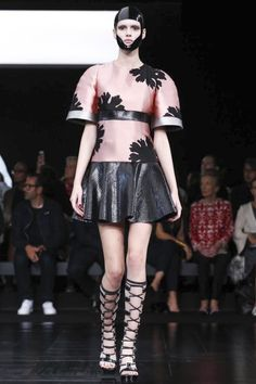 Alexander McQueen Spring Summer Collection Women wear Paris Fashion Week