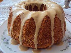 Çok güzel bir kek. Tahin sevenler mutlaka deneyin derim :)   Malzemeler:  3 yumurta  1,5 su bardağı şeker  1 su bardağı tahin+sıvıyağ k...