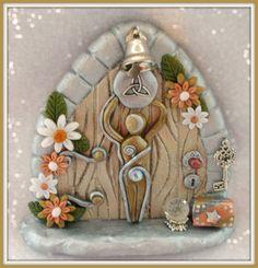 www.etsy.com/shop/charmedfairydoors Polymer Clay Fairy, Polymer Clay Projects, Polymer Clay Creations, Clay Crafts, Wiccan Decor, Kobold, Fairy Crafts, Clay Fairies, Cute Clay