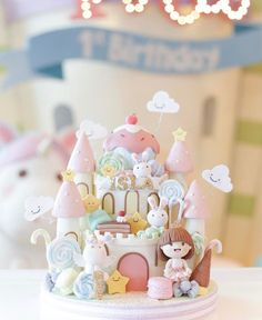 Awesome Birthday Cake Ideas for Girls Back to School Crafts Creative Birthday Cakes, Baby Birthday Cakes, Homemade Birthday Cakes, Beautiful Cake Designs, Beautiful Cakes, Fondant Cakes, Cupcake Cakes, Cupcakes, Just Cakes