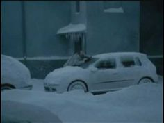 Really funny ads about a guy who try to clean his car from snow but end up cleaning wrong car after all the effort. The end of text said Bad morning. Bad Morning, Good Morning Funny, Funny Commercials, Funny Ads, Hilarious, Cars Youtube, 1 Gif, Gone Wrong, Humor