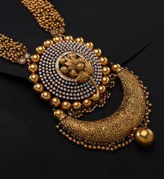 Gold jewelry Indian Saree - White Gold jewelry Outfit - Gold jewelry For Men - Yellow Gold jewelry Videos - Gold Bangles Design, Gold Jewellery Design, Gold Jewelry, Gold Necklace, Antique Necklace, Diamond Jewellery, Silver Earrings, Jewelry Box, Women Jewelry