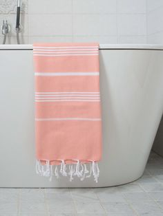 "Hamamtuch ""Peach"" von Hamamtücher bei Bedandroom online kaufen Towel, Crochet, Peach Paint, Crochet Crop Top, Chrochet, Crocheting, Towels, Knits, Hooks"