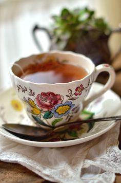 a nice hot cup'a tea <3 {via. @SimplyVintagegirl}
