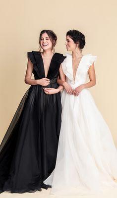 elfenkleid: feel modern yet romantic Simple Evening Gown, Evening Dresses, Lesbian Wedding Photos, Bridal Dresses, Bridesmaid Dresses, Woodsy Wedding, Vintage Looks, Bohemian Style, Ball Gowns