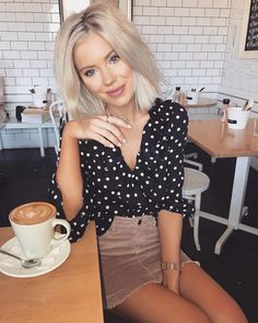 Love this outfit. 57 Stunning Street Style Ideas To Update You Wardrobe This Fall – Casual Fashion Trends Collection. Love this outfit. Chic Summer Outfits, Street Style Outfits, Mode Outfits, Casual Outfits, Fashion Outfits, Street Styles, Modest Fashion, Skirt Fashion, Fashion Clothes