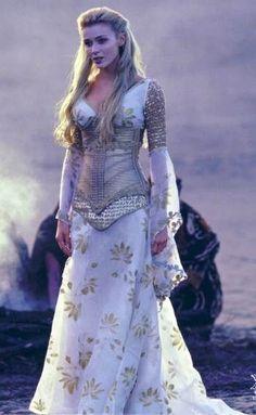 Fantasy and Medieval Fashion. Angel Callisto from Season 5 Xena: Warrior Princess Medieval Fashion, Medieval Dress, Medieval Clothing, Medieval Girl, Pretty Dresses, Beautiful Dresses, Boho Beautiful, Beautiful Clothes, Boho Dress