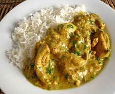 This is a fantastic Chicken curry recipe that is superbly rich and has plenty of sauce. Make this chicken curry and your family will be forever indebted to you Indian Food Recipes, Asian Recipes, Healthy Recipes, Ethnic Recipes, Entree Recipes, Chicken And Cashew Nuts, Chicken Gravy, Chicken Curry, Chicken Rice