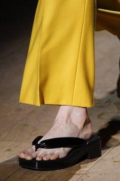 Dries Van Noten Spring 2017 Ready-to-Wear Accessories Photos - Vogue Summer Boots, Spring Summer, Catwalk Footwear, Sandals 2018, Feminine Mystique, Fashion Shoes, Ready To Wear, Vogue, Womens Fashion
