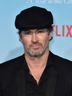 Scott Patterson at an event for Gilmore Girls: A Year in the Life Logan Gilmore, Gilmore Girls Cast, Life Tv, The Life, Scott Patterson, Stars Hollow, Character Base, New Career, Picture Photo