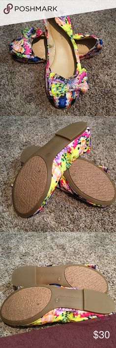Gianni Bini floral flats NWOT excellent condition perfect for summer!!! Gianni Bini Shoes Flats & Loafers