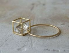Beautiful idea for a free floating stone in a cage ring.