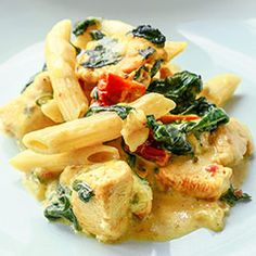 Baked pasta with chicken and spinach - Jedzenie na kolację miėsa - Makaron Chicken Pasta Bake, Polish Recipes, Polish Food, Feta, Potato Salad, Spinach, Chicken Recipes, Food Photography, Curry