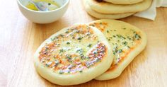 Chewy on the outside, soft and fluffy on the inside, these garlic & coriander flatbreads are so versatile (and sooo good! Sugar Free Low Carb Recipe, Low Carb Recipes, Vegan Recipes, Easy Focaccia Bread Recipe, Flatbread Recipes, Pizza Buns, Balsamic Mushrooms, Brown Sugar Chicken, Bread Dumplings