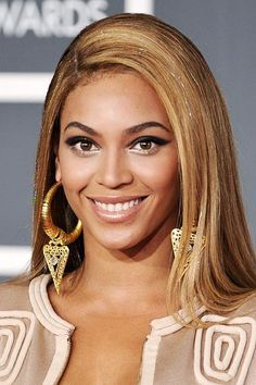 After being named as the Most Beautiful woman of 2012 by People magazine, American singer, Beyonce Knowles, is all set to add one more laurel in her kitty. The 'Crazy In Love' hitmaker is all set to win a writing award from the New York Association Beautiful Smile, Beautiful People, Beautiful Women, Blond, Hair Tinsel, Celebrity Smiles, Holiday Makeup Looks, Facial, Inspirational Celebrities