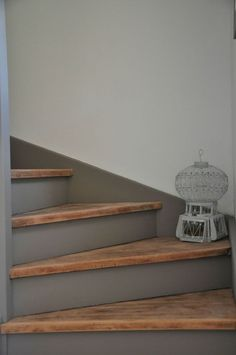 All our inspirations for a painted staircase: tips and ideas to revamp the stairs – Archzine. Stair Renovation, Farmhouse Renovation, Painted Staircases, Painted Stairs, Basement Stairs, House Stairs, Modern Staircase, Staircase Design, Staircase Ideas