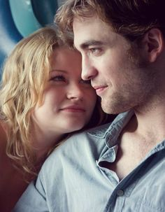 """Robert Pattinson and Emilie de Ravin portray the characters of Tyler Hawkins and Ally Craig respectively in the movie """"Remember Me""""......."""