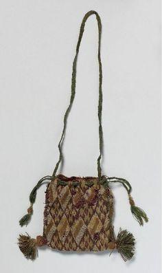 Object name: bourse-reliquaire Institution place: Soignies[localité]… Medieval Embroidery, Belt Purse, Purse Strap, Slouch Bags, Diy Sac, Sweet Bags, Passementerie, Vintage Purses, Brick Stitch
