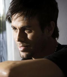 Enrique Iglesias Could he get any cuter? Enrique Iglesias, Moving To Miami, Johnny Lee, I Love You Baby, Latin Music, Tv Actors, Beautiful Voice, Album, Good Looking Men