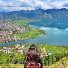 ______________________________________ #indonesiajuara mempersembahkan Provinsi ACEH ______________________________________  FOTO JUARA HARI INI  @inkacristin  Keberadaan Danau Lut Tawar menjadi kebanggaan masyarakat Sumatera dan Aceh khususnya. Ia merupakan objek wisata alam yang banyak dikunjungi wisatawan domestik maupun mancanegara yang terletak di dataran tinggi Gayo.  Danau ini menjadi sumber air yang dimanfaatkan tidak hanya oleh masyarakat di Kabupaten Aceh Tengah namun juga oleh…