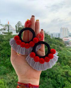 crocheted earrings Beautiful crochet earring with tassel and pompon Diy Fabric Jewellery, Handmade Wire Jewelry, Fabric Earrings, Jewelry Design Earrings, Thread Jewellery, Handmade Jewelry Designs, Textile Jewelry, Diy Earrings, Beaded Jewelry