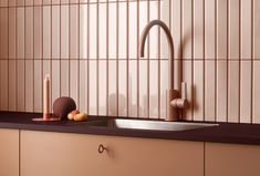 Kjøkkentrender 2021 | Byggmakker - Byggmakker Cabinet Fronts, Cabinet Hardware, Kitchen Doors, Kitchen Cabinets, Metal Bar, Drawer Knobs, Large Furniture, Bathroom Faucets, Tiles