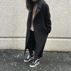 ladies in streetwear: @christinenguyenj #vansoldskool #vansgirls