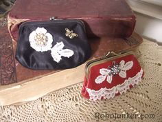 DIY Craft Projects using Old Vintage Windows - Trash to Treasure - Architectural Salvage - very sweet items Cute Business Cards, Business Card Holders, Diy Coin Purse, Coin Purses, Glue Crafts, Diy Crafts, Vintage Purses, Vintage Jewelry, Ribbon Yarn