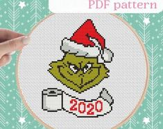Grinch Trees, Grinch Christmas Tree, Grinch Ornaments, Christmas Books, Christmas Ideas, Christmas Ornaments, Grinch Decorations, Plastic Canvas, Cross Stitch Patterns