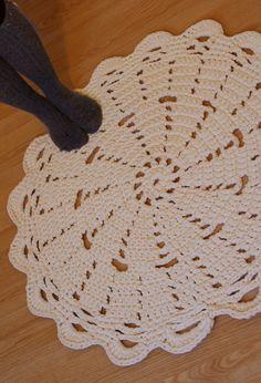 Doily rug PDF crochet pattern for Tshirt yarn / tarn by ihanitse