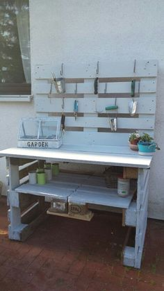 Pallet planting table More - Pallet Potting Bench, Potting Tables, Outdoor Garden Bench, Garden Table, Diy Garden Furniture, Pallet Furniture, Recycled Pallets, Wood Pallets, Backyard Projects