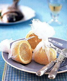 One lemon to the fish. Stylish and practical, they are served in a fine-meshed network of some gauze. The substance is sterile and food safe and can be safely used as a lemon squeezer. Just a piece of fabric handle, cut lemon half wrapped in it and tie a ribbon labeled as a card table for it.