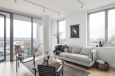 Greene, the heart of Brooklyn Cultural District. Full-service amenities, panoramic views and vast roof terrace with access to 11 subway lines. Brooklyn Apartments For Rent, Apartments For Sale, Living Room Styles, Terrace, Couch, Bedroom, Modern, Furniture, Natural Light