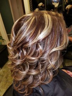 Super hair tips colored haircolor 34 IdeasIf you place on this kind of hairstyle, you'll be amazed of how apparently youthful you look – Dazhimen Hair Color Highlights, Hair Color Balayage, Fall Highlights, Medium Hair Styles, Curly Hair Styles, Medium Layered Hairstyles, Hairstyles For Medium Length Hair With Layers, Super Hair, Great Hair