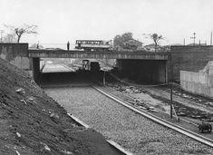 Acervo/Estadão - Foto de 14/2/1966 mostra obras da pavimentação na avenida Rubem Berta, sob a passagem da avenida Indianópolis, na zona sul