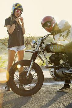 Tengo pocos referentes vitales. Este es uno de ellos. La acompañante a los paseos en moto.