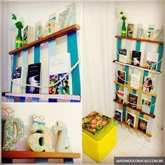 Professora Juce: Muitas ideias para o Cantinho da Leitura na Educação Infantil! Floating Shelves, Bookcase, Photo Wall, Education, Home Decor, Diy, Paper Bunting, Old Beds, Small Vases
