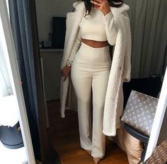 All white outfit idea All White Outfit, White Outfits, Classy Outfits, Stylish Outfits, Fall Outfits, Mode Outfits, Fashion Outfits, Womens Fashion, Mode Instagram
