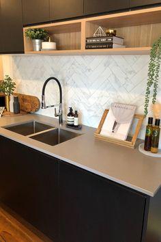 Modern Home Decor Kitchen Kitchen Room Design, Home Decor Kitchen, Kitchen Interior, New Kitchen, Home Kitchens, Interior Livingroom, Rustic Kitchen Cabinets, Kitchen Tiles, Kitchen Worktop
