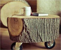 Drewniany jeżdżący stolik