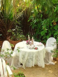 tea party - lace on table and chairs Outdoor Rooms, Outdoor Dining, Outdoor Gardens, Shabby Chic Garden, Linens And Lace, White Linens, Romantic Dinners, Romantic Ideas, Al Fresco Dining