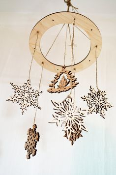 This gorgeous Christmas mobile is all wood. Made from laser-cut pieces of wood. This mobility will be a wonderful addition to your Christmas decor in a