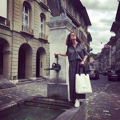 Fotoshooting mit Zimi von Toku am Brunnen vor dem Laden😊.  Morgen sind Sabin @schoenguet_ideenwerkstatt und ich bei Toku und zeigen euch wie man ein Makramee Bändeli knüpft schaut vorbei der 1. Worshop ist um 11Uhr.  #swissfashion   #swissdesign Design, Dresses, Fashion, Water Well, Photoshoot, Acre, Vestidos, Moda, Fashion Styles