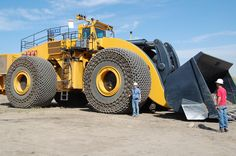 Buying and selling heavy equipment tips, advice, auction news and industry insight from Ritchie Bros., the world's largest auctioneer of heavy equipment and trucks. Heavy Construction Equipment, Construction Machines, Detroit Diesel, Dump Trucks, Big Trucks, Heavy Equipment For Sale, Mahindra Tractor, Earth Moving Equipment, Caterpillar Equipment
