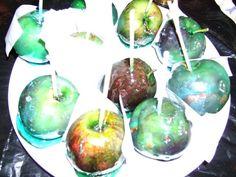 gouter d'halloween: pommes empoisonnées col loran bleu