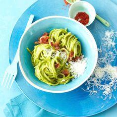 Spaghetti all avocado und Speck (am besten auch noch rohe tomaten, fein geschnitten, hinzufügen!)